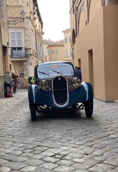 Fiat 508 CS Balilla in the narrow streets of Rome during the Mille Miglia