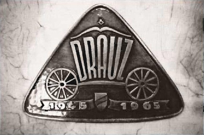 The Drauz logo on the postwar scrapbook. Every coachbuilder maintains such a book with pictures and drawings of accomplishments.